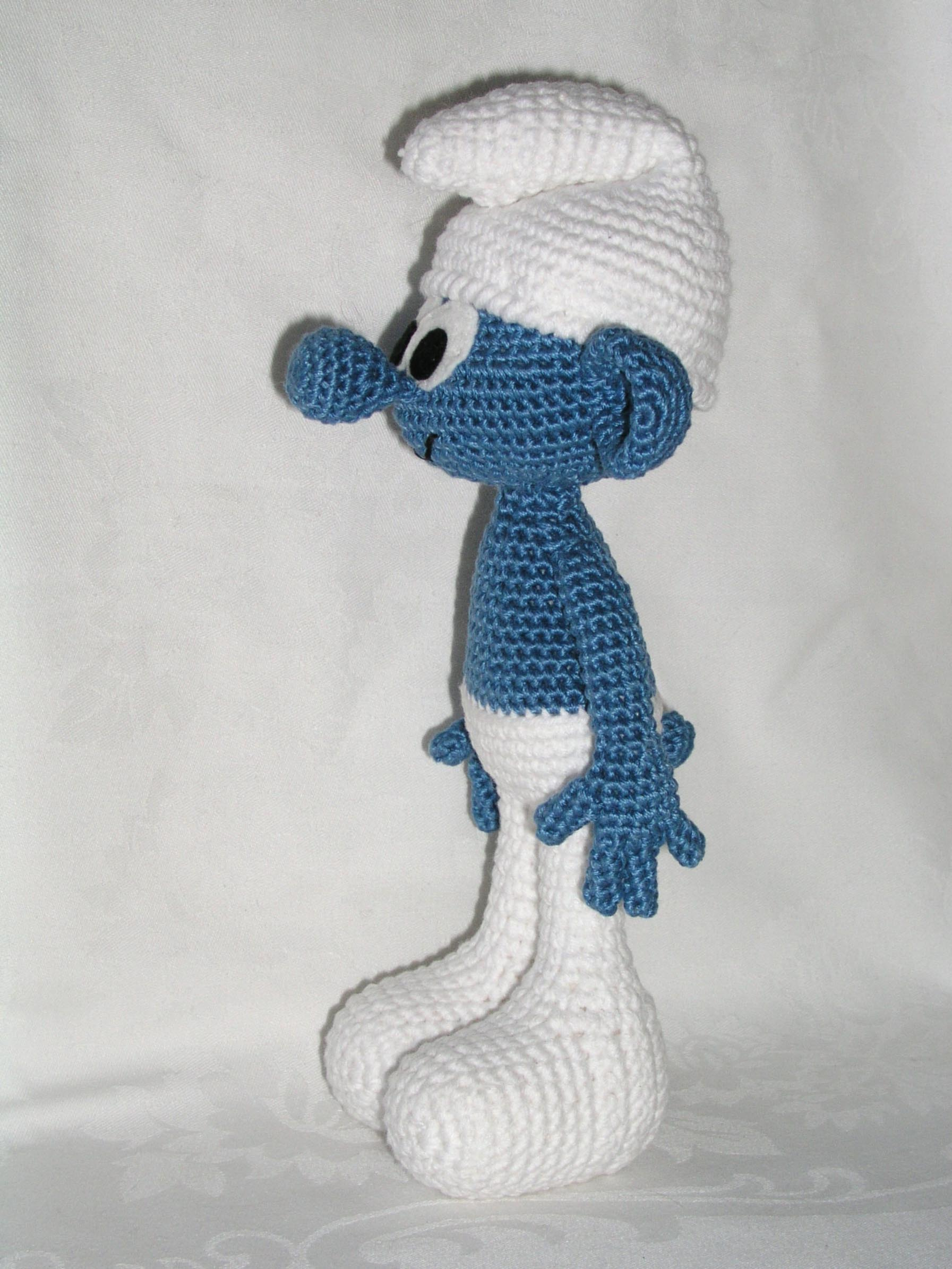 Sarahbeth amigurumi crocheted toys sometimes the starting point of a hobby is a funny thing well seeing the pattern for this little amigurumi smurf was the bankloansurffo Image collections